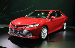 Toyota Camry mới giá cao nhất 1,235 tỷ tại Việt Nam