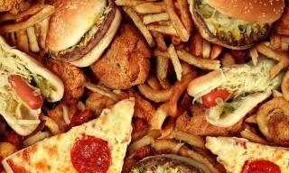 Thực phẩm không nên ăn trước khi lên máy bay