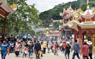 Núi Bà Đen: Đón hơn 40.000 lượt du khách dịp lễ