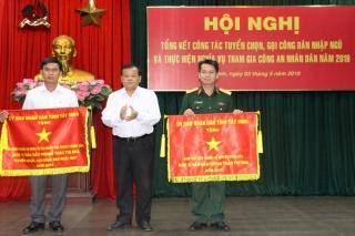 Hội đồng NVQS xã Phước Chỉ nhận cờ thi đua của UBND tỉnh