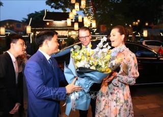 Công chúa kế vị Thụy Điển tham quan Văn Miếu - Quốc Tử Giám