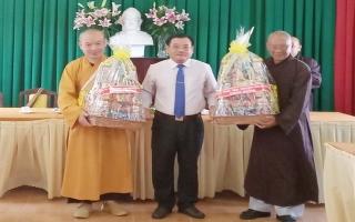 Thăm, tặng quà Ban Trị sự Giáo hội Phật giáo Việt Nam tỉnh
