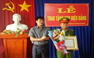Thành ủy Tây Ninh trao Huy hiệu 30 năm tuổi Đảng cho Trưởng CATP