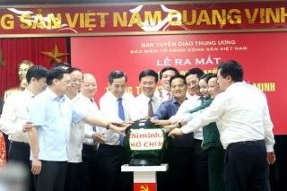 Đồng chí Võ Văn Thưởng nhấn nút phát mạng giao diện mới Trang Thông tin điện tử Hồ Chí Minh
