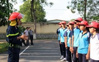 Một ngày làm chiến sĩ PCCC của học sinh Phổ thông Dân tộc Nội trú