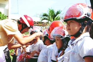 Triển khai chương trình tặng mũ bảo hiểm cho trẻ em năm 2019