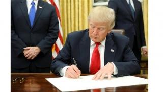 Tổng thống Mỹ Donald Trump ký sắc lệnh cấm sử dụng thiết bị viễn thông nước ngoài