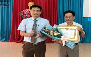 Thành uỷ Tây Ninh: Trao huy hiệu Đảng đợt 19.5
