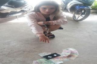 Bắt nữ tiếp viên kiêm bán ma túy