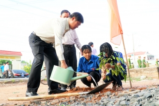 """Tây Ninh: Phát động trồng cây """"Đời đời nhớ ơn Bác Hồ"""""""