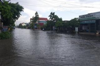 Mưa lớn gây ngập nhiều nơi
