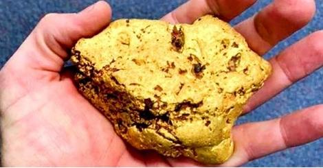 Người đàn ông tìm thấy một cục vàng trị giá một trăm ngàn đô la