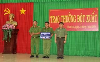 CATN: Trao thưởng đột xuất cho CA Tân Châu