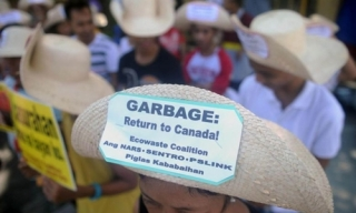 Philippines cấm quan chức công du Canada vì căng thẳng rác thải