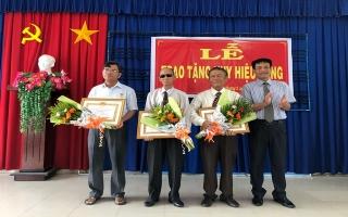 Thành ủy Tây Ninh trao huy hiệu Đảng cho 7 đảng viên