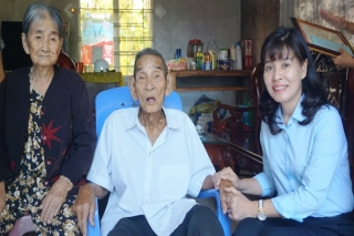 Dương Minh Châu: Tặng quà mừng thọ các cụ tròn 90 tuổi