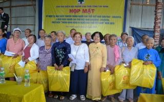 Họp mặt kỷ niệm ngày truyền thống người cao tuổi Việt Nam