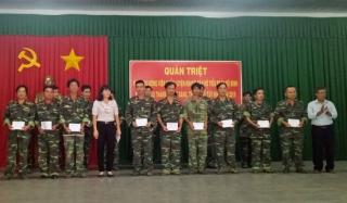 Lãnh đạo TP.Tây Ninh thăm, tặng quà quân nhân dự bị tham gia huấn luyện