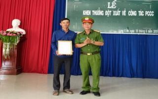 Khen thưởng đột xuất quần chúng tham gia PCCC