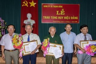 Châu Thành, Tân Châu: Trao Huy hiệu Đảng cho đảng viên lão thành