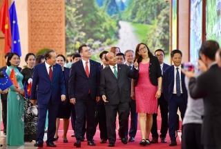Thủ tướng Nguyễn Xuân Phúc chứng kiến Lễ ký EVFTA và EVIPA