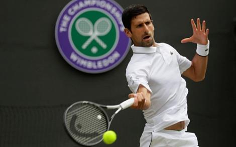 Djokovic lần thứ 12 vào vòng bốn Wimbledon