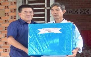 LĐLĐ tỉnh trao tặng mái ấm công đoàn