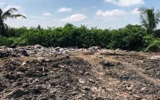 Phát hiện vụ chôn rác thải công nghiệp tại xã Hiệp Thạnh