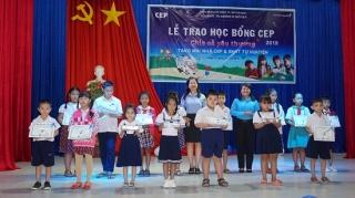 Quỹ CEP chi nhánh Tây Ninh: Trao 59 suất học bổng cho học sinh nghèo hiếu học