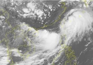 Áp thấp nhiệt đới trên Biển Đông gây gió giật cấp 9