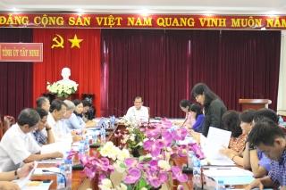 Tiếp tục thực hiện tốt Quyết định 221của Ban Bí thư Trung ương Đảng (khóa X)