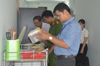 Hoà Thành: Kiểm tra bếp ăn tập thể các trường học