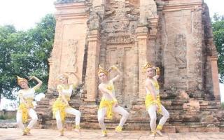 Chung tay giữ gìn và phát huy bản sắc văn hóa dân tộc