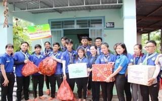 Lãnh đạo TP.HCM thăm, động viên sinh viên Mùa hè xanh