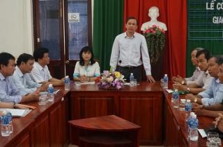 Trao quyết định giao ông Lê Hồng Vân làm Quyền Chủ tịch UBND huyện Hòa Thành