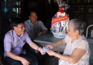 Trưởng Ban Tuyên giáo Tỉnh ủy thăm gia đình chính sách, người có công