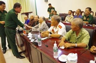 Thứ trưởng Bộ Quốc phòng thăm gia đình chính sách ở Tây Ninh