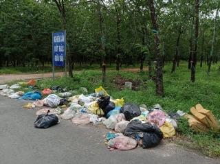Vứt rác dưới bảng cấm