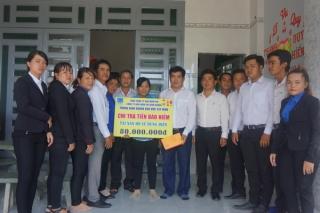 Trao tiền bảo hiểm tai nạn điện cho nạn nhân ở Trảng Bàng