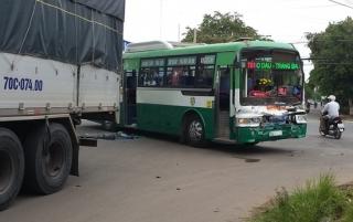 Xe buýt tông xe tải