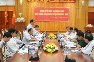 Thứ trưởng Ngoại giao Bùi Thanh Sơn làm việc với lãnh đạo tỉnh Tây Ninh