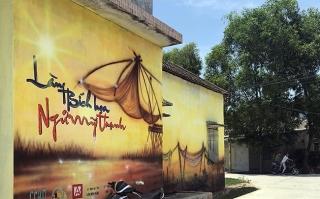 Làng bích họa bên phá Tam Giang
