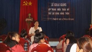 Khai giảng lớp kỹ thuật trang điểm cho lao động nông thôn
