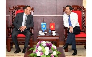 Đồng chí Thuận Hữu tiếp Đại sứ nước Cộng hòa Kazakhstan