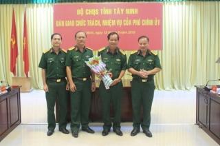 Bàn giao nhiệm vụ Phó Chính ủy Bộ CHQS