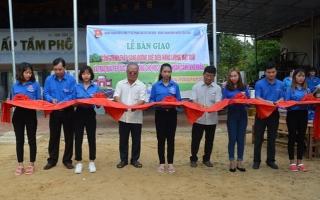 Tân Châu: Bàn giao công trình thắp sáng đường quê bằng đèn năng lượng mặt trời
