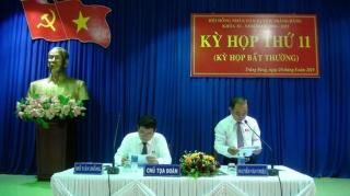 Thông qua Nghị quyết về thành lập thị xã và các phường