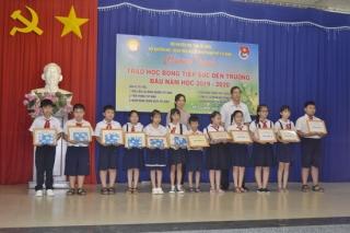 """Trao học bổng """"Tiếp sức đến trường"""" cho học sinh, sinh viên TP.Tây Ninh"""