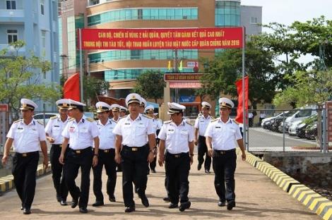 Tư lệnh Hải quân kiểm tra SSCĐ tại Lữ đoàn tàu săn ngầm