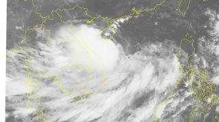 Bão số 4 giật cấp 11 áp sát Hoàng Sa, 385 tàu thuyền đang trong vùng nguy hiểm
